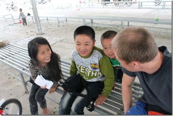 дети на родине чая Те Гуань Инь